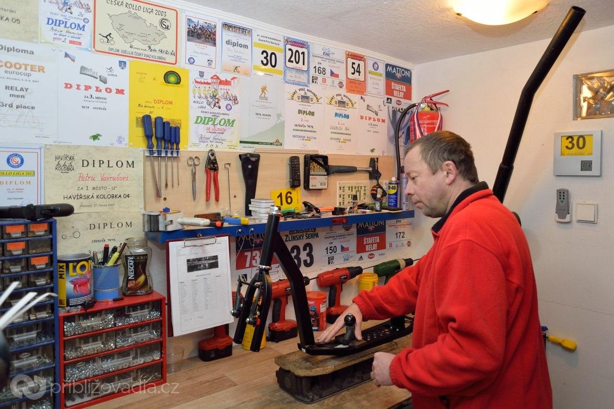 Производственный цех Петра Вавруши – это гараж.