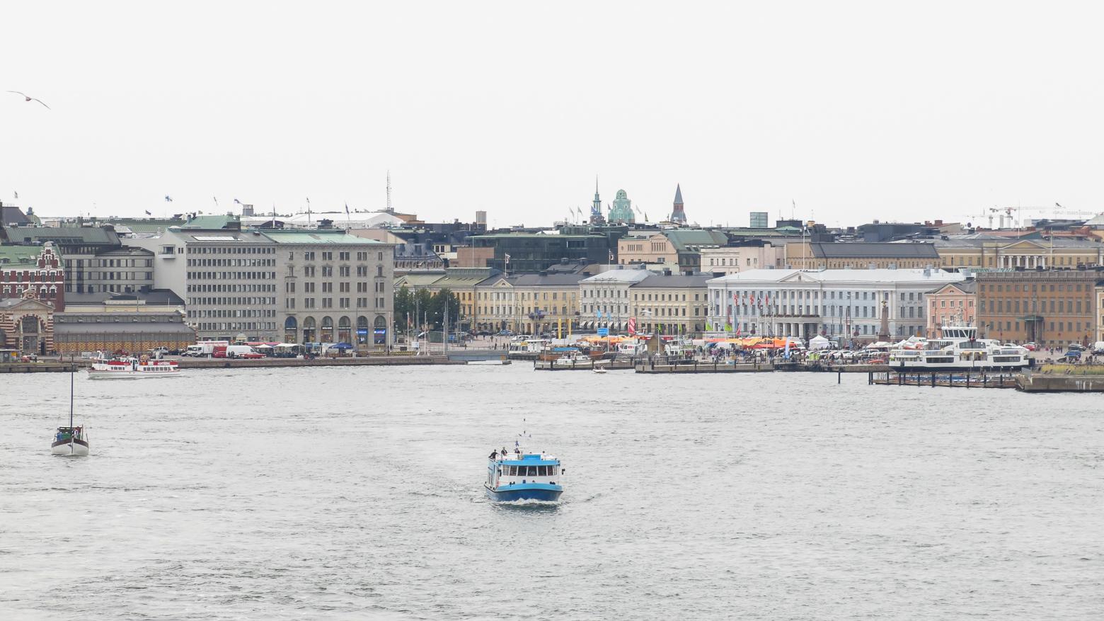 По Хельсинки на самокатах