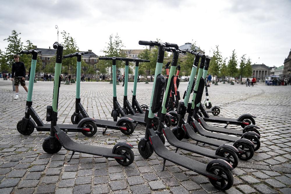 В центре Копенгагена запретят парковку электросамокатов
