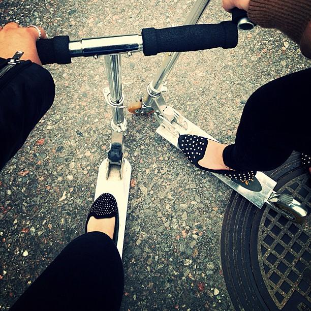 Scoottailtii niinku ennen vanhaan! ✌ #kickscooter #scooter #back #to #good #oldtimes #childish #lol