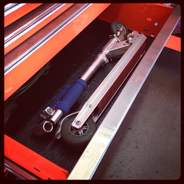 Yaint bout dat life #razorscooter #incaseshithappens #becauseracecar #snapon #mechanic #scooter