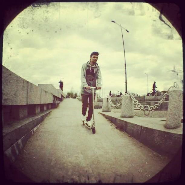 #friends #друг Настиного дяди #дядя ##boy #мальчик #Чип #swag #scooter #самокат #треха #парк #парк300летия #катается #ня #няша #Russia #insta_russia #instaboy #insta #instapic #instagood #tagsforlikes #like #nice #лойс #лайк