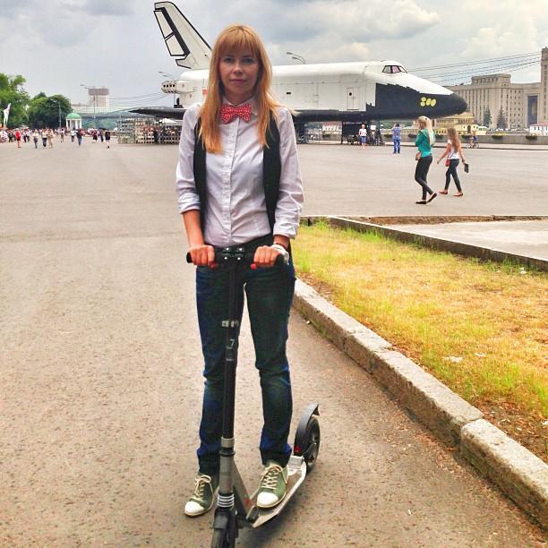 #паркгорького #самокат #москва #moscow #summer #park #girl #plane #skateboard