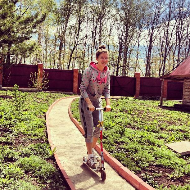 В детстве у меня самоката не было #may #russia #spring #party #friends #самокат #майские #весна