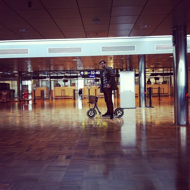 @julesaudry #trotinette #airport #helsinki