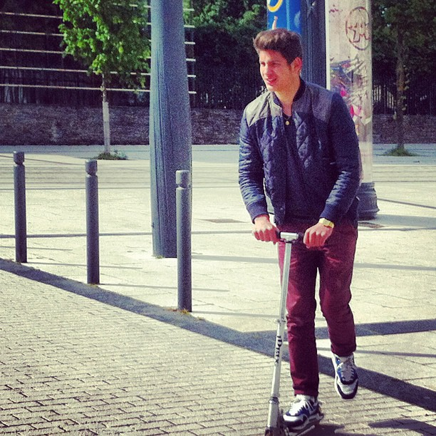 My man busy vas a ses rdv deuspi en trotti #swagance #urbain #trotinette #bro #droitdevant #riderdelextreme #izirider #alonzo