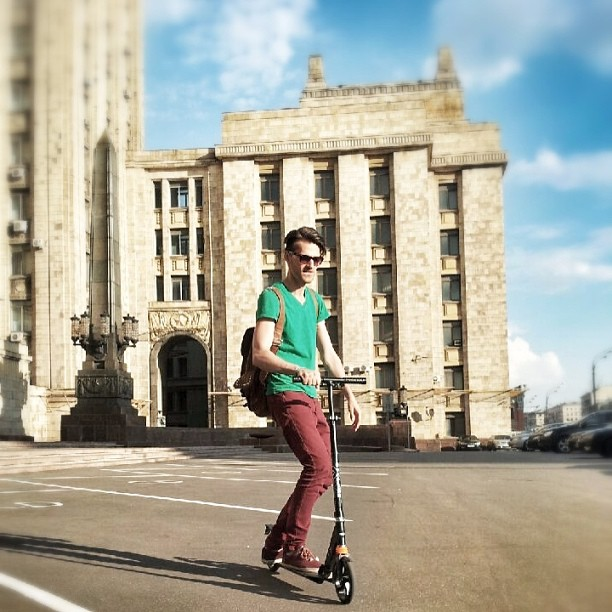 Сегодня весь вечер с @dmetkin свэговали по Москве))) #kickscooter #swag #boy #summer sport #moscow #man #fashion #style #travel #russia #yakrutoynasamokate