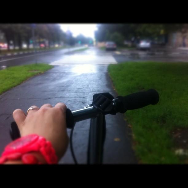 #xootr'ить в плохую погоду - так себе удовольствие. Но 13,5 км/час - это шик!