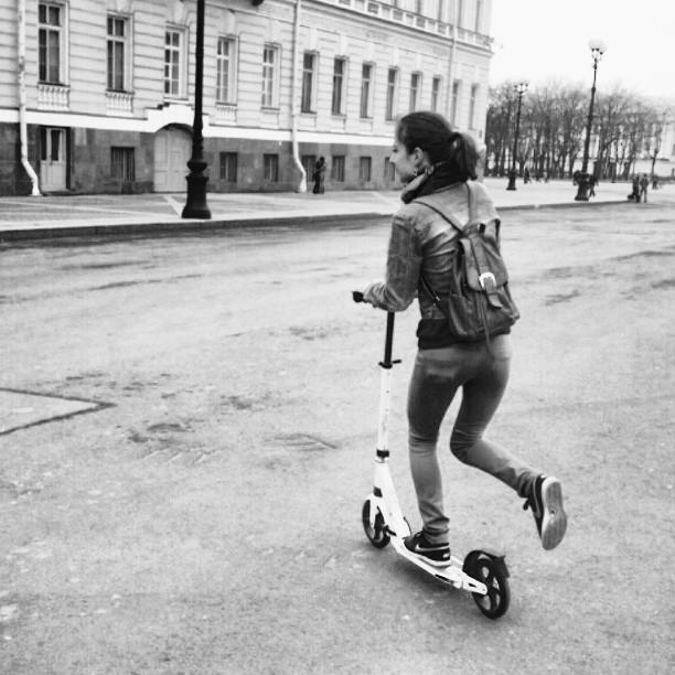 #дворцовая #Питер  #спб #скутер #самокат  #покатайка #spring #scooter #riding #black-and-white