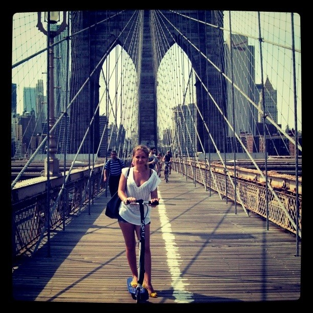 Я сделала это! Купила #Xootr! И переехала на нем Бруклинский мост в +33!)