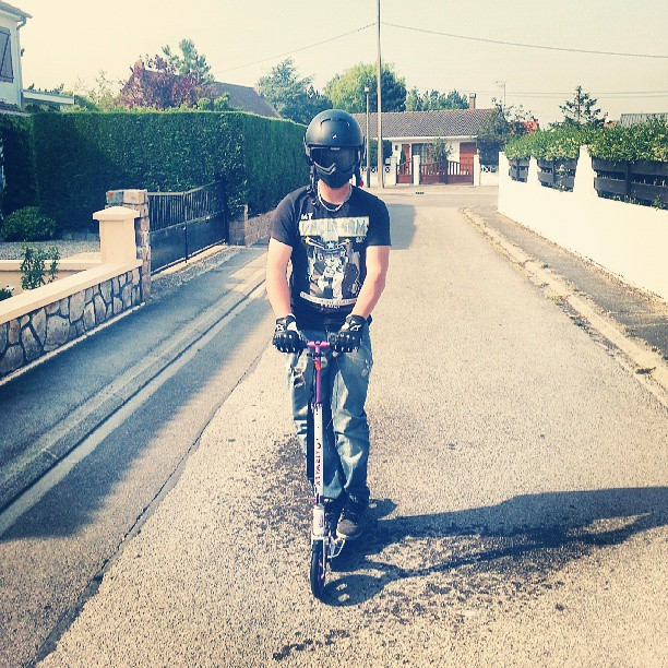 #crazy #boy #friends #casque #casqueaviondechasse #bike #fun #rire #trotinette #instamoment #instapicture #instafun @yannmk5r32