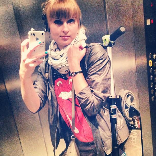 Я сегодня с двухколесным другом #самокат #scooter #self #selfshot #mirror #moscow #porusski