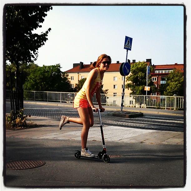 Tar Luddes sparkcykel till affären igen då... #förort #ingenbil #drygtattgå #kickbike