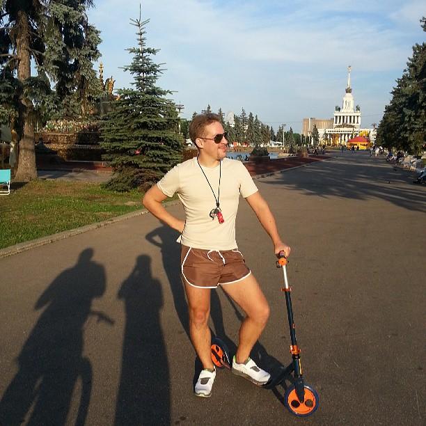 #москва #россия #вднх #спорт #самокат #прогулка #облака #архитектура #лето #солнце #MOSCOW #Russia #vdnh #sport #scooter #walk #cloud #architecture #summer #sun