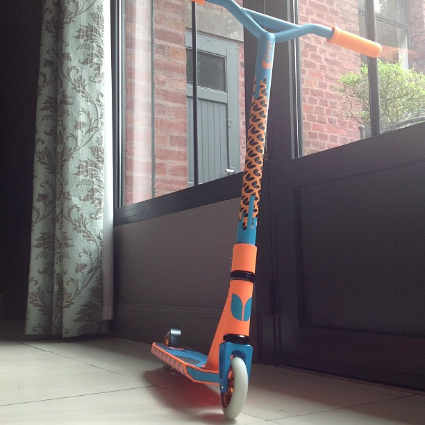 #new#scoot#trotinette#freestyle#blazer#pro#blazerpro#cool#at#my#home#orange#blue#chat#miaouh#truck#guidon#zigounette#collier#de#serrage#fourche#car#scooter