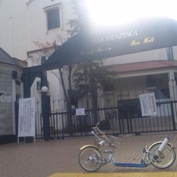 #lowrider #lowbike #takarazuka #japan 宝塚歌劇団前です。