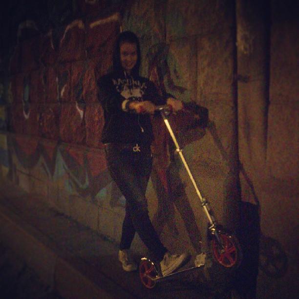 #ночныепокатушки #nightride #night #moscow #scooter #kickscooter #razor #razora5lux #sweetheart @marie_vesna