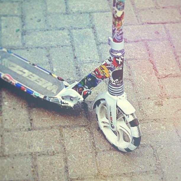 Заклеил свой самокат #kickbike #stickerbombing