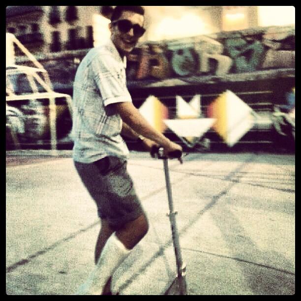 Patinete #barrio #patinete #fumada #nice #high #me #myself #good #friends #cebda #madrid #sapain #cool #day #always #handsome #instagran #instapicture #instafoto #instagran #instagramer