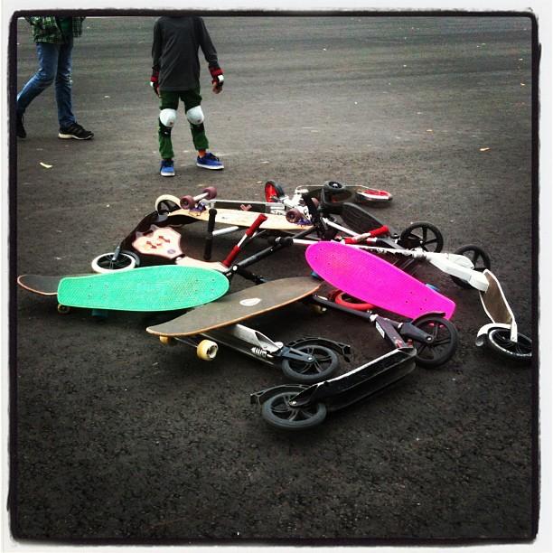 КАМПУС - самокаты, скейты, лонгборды #скейт #скейтборд #лонгборд #самокат #кампус #зеленаяшкола #паркгорького #москва #лагерь #лето #дети #летнийлагерь #городскойлагерь  #детскийлагерь #лето #отдых #природа #парк #campus #zelenayashkola #gorkypark #moscow #sitycamp #kidschildren #skateboard #longbord #sport