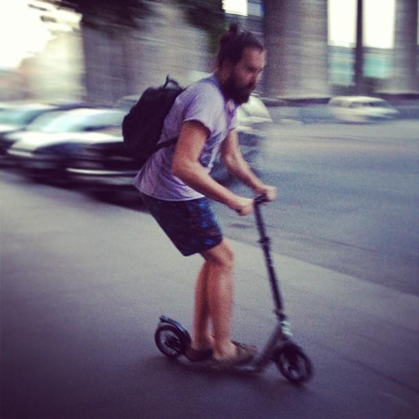 Speed, I'm speed! #rolling #speed #stpete #saintpetersburg #awesome #city #beardy #beard #mobro #mo #борода #бородач #город #самокат #само #скорость #казанскийсобор #санктпетербург #спб #питер #катаем