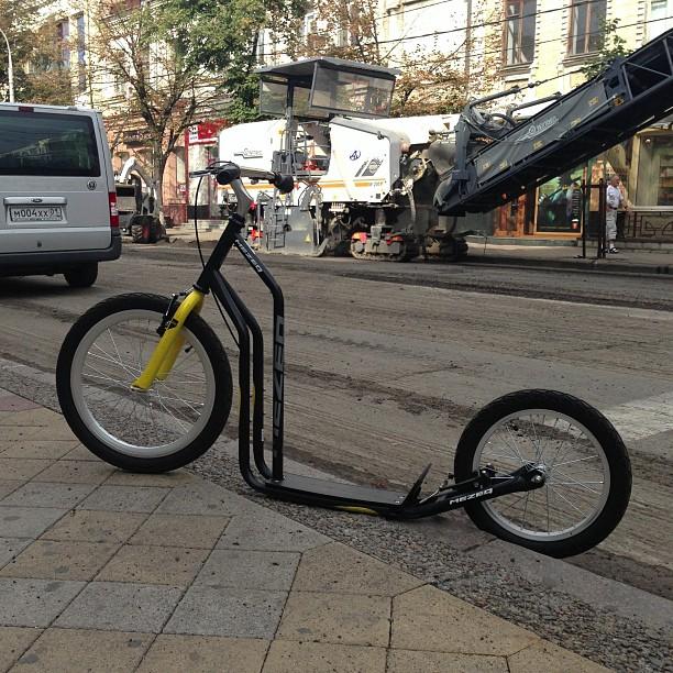 На улице #Красная во всю продолжается ремонт. Но это ни фига не повод не #катать! #краснодар
