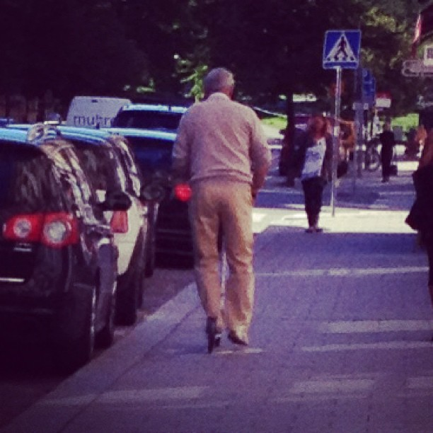 Farfar på kickbike :) #pro #kickbike #grandpa