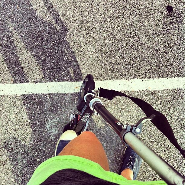 Sobre ruedas o ruedines! Por algo hay que empezar... #patinete #ruedas #summer #lagranja