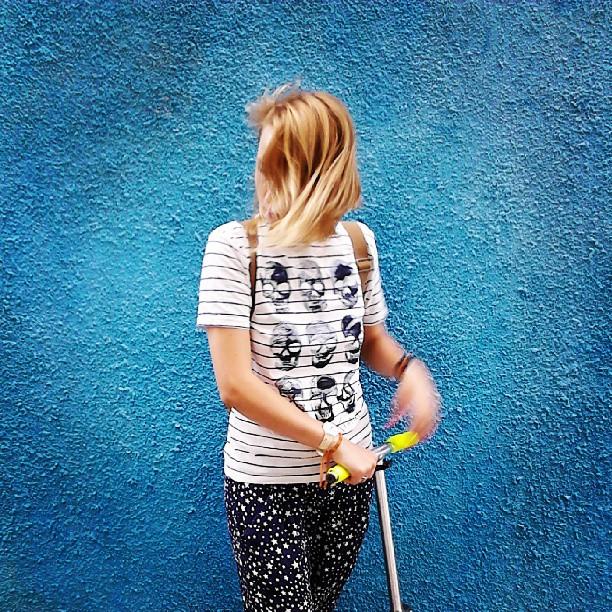 ненавижу, когда перестают общаться без причины. #blue #blonde #самокат #череп #ростов #ветер #  wind