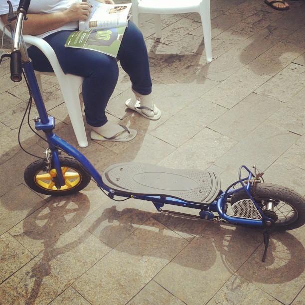 meu pai sonha que eu volte a ser criança, só pode. #patinete #sunday #day #brinquedinho
