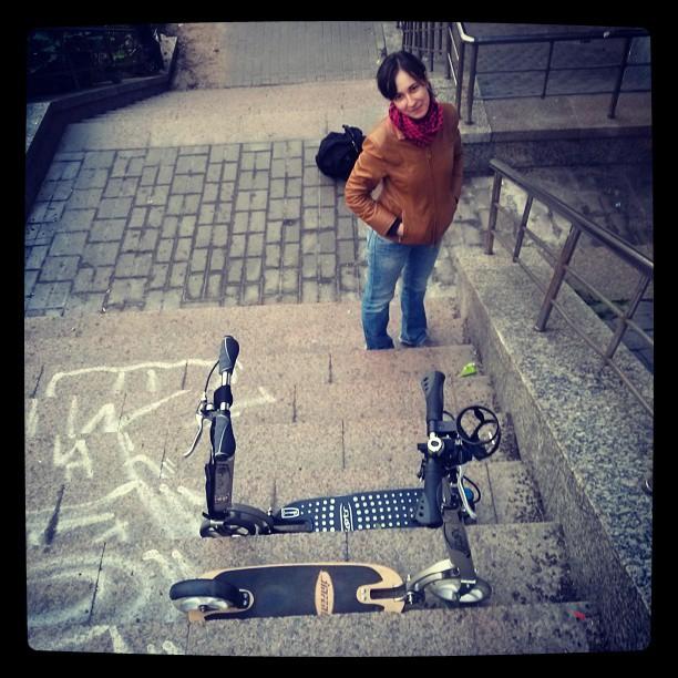 С прекрасной @mongosmaki спуск к набережной возле #РАН #самокат #letskick