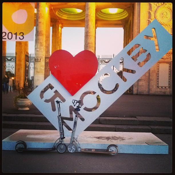 Поцелуй, <3 и #самокат #ПаркГорького #ЦПКиО #letskick