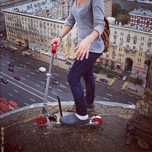 #прощай #самокат #полазки #крыша #накрыше #высоко #центр #москва #киевская #кольцо #рука #ноги #moscow #roof #roofing #roofinglife