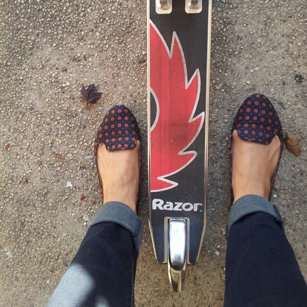 They see me rollin'.#scooter #razorscooter #bigkid #zara  #play