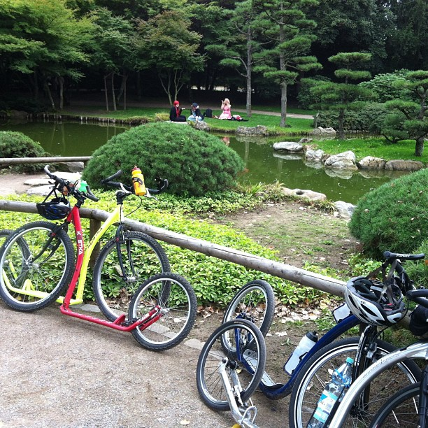 #kickbike #footbike tour in #düsseldorf , #japanese garden with mangas in the background