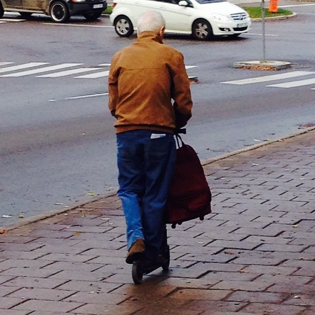 Omw to The studio when i see, The Kickbiking Granpa :)! #granpa #kickbike #awsome @franknobel