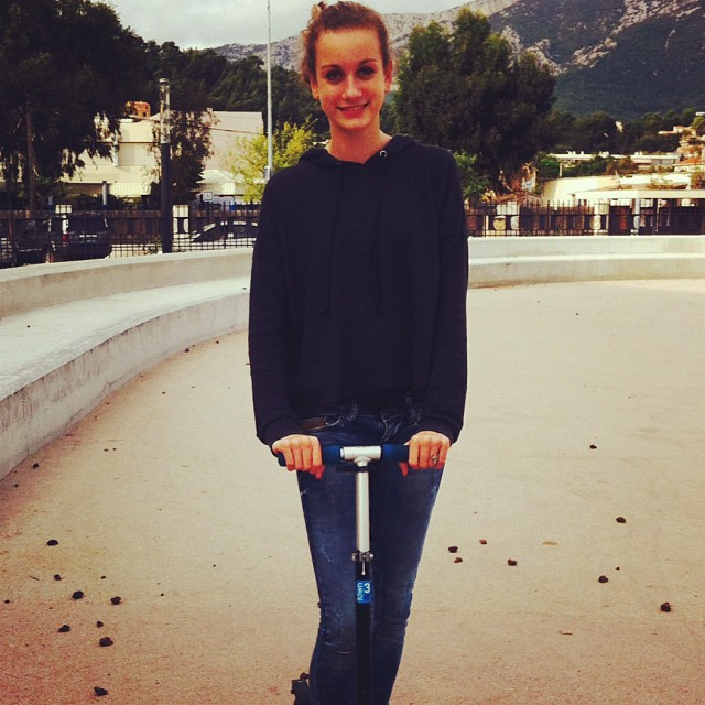 #moi#french#girl#blond#trotinette#pull#noir#instaphoto#instamoment#instalife#like