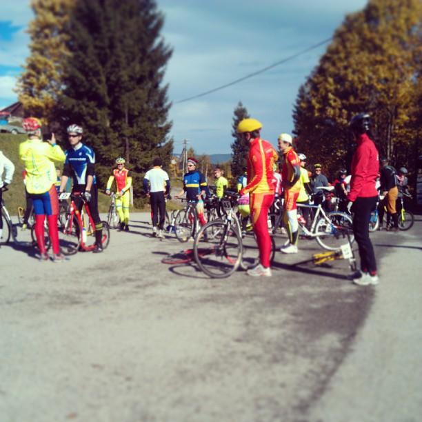 #tourdesumava #kickbike #footbike #chatacihelny Tour de Sumava na kolobezkach! Etapovy zavod, prvni sveho druhu.