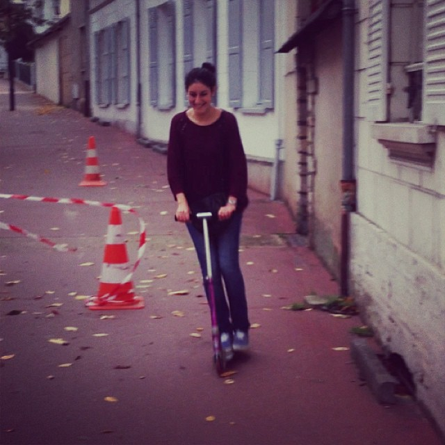 Le dimanche je suis en mode trottinette haha #trotinette #sport #town #sunday #holidays #syrian #french #girl #fun #love #life