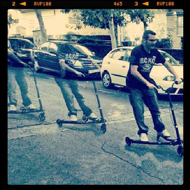 Bajando velozmente  probando mi regalo #patinete #descenso