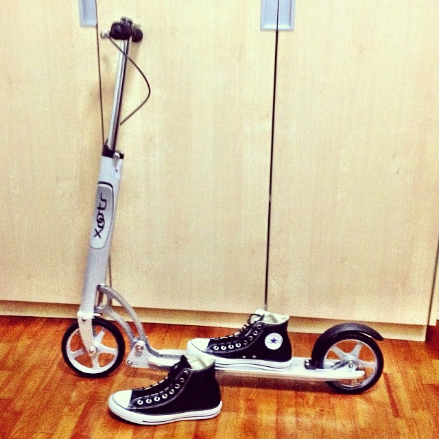 #xootr #usa #tretroller #kickboard #chucks #converse no need to clean carburetor, pumping petrol etc...1hp (human power) only