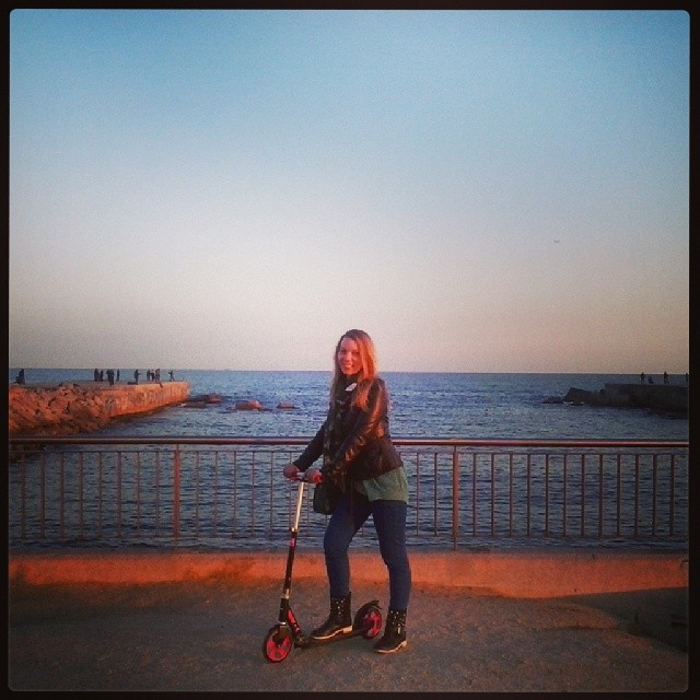 Patineando por #Barcelona con mi nuevo #patinete :-)
