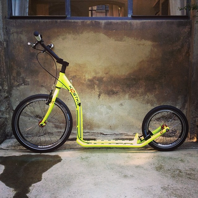 the wall #urbanmobility #urbancommuter #scooter #monopattino #dealer #milan #actionsport #streetsport