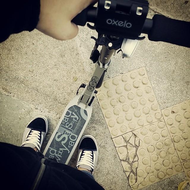 TGIF!! Scoot to work =) woohoo!! #SoFun #OxeloTown7XL #Oxelo  #KickScooter #Yay #VansShoes #OldSkool