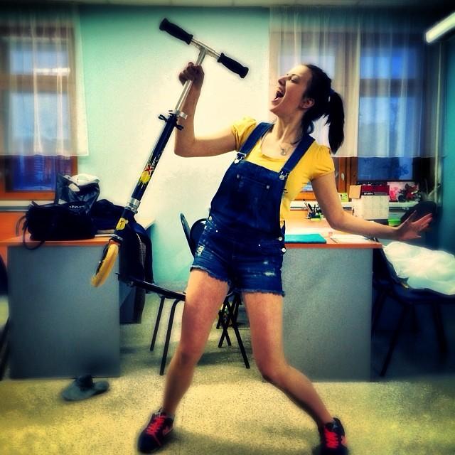 Моя любимая тема микрофонов ;)#день#учеба#самокат#новыйдруг#микрофон#песни#пляска#пародия#репетиция#режиссура#девочкаприпевочка#магнит#ярославль#2014