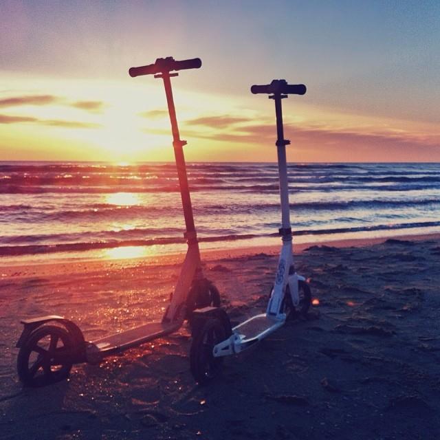 Жирафы  провожают солнце   #scooters #couple #sunset #sea #blacksea #vk