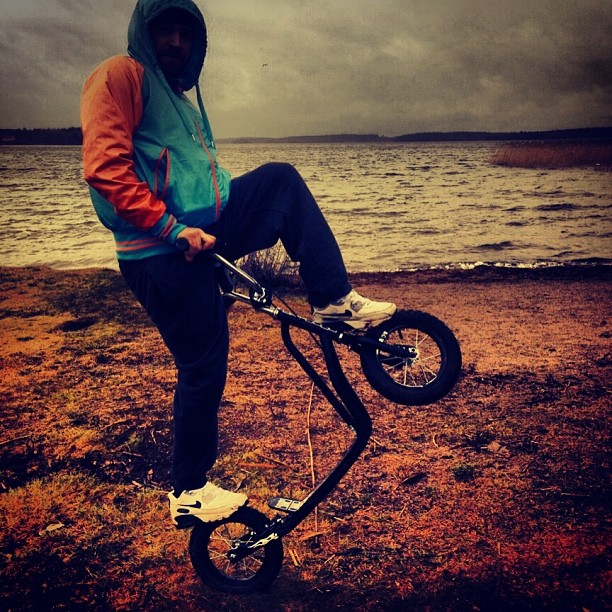 #outside#kickbike#boy#nice#picture#bike#trick#Sky#wather#sea#awsome#nike#shoe#shoes#airmax#air#max#sweden#lordfoss