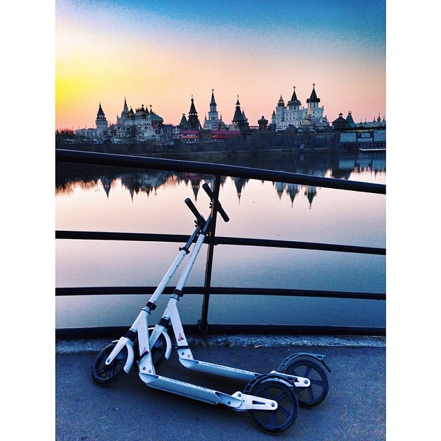 #friends #sunset #moscow #beautiful #москва #закат #самокат #ilovemyalien