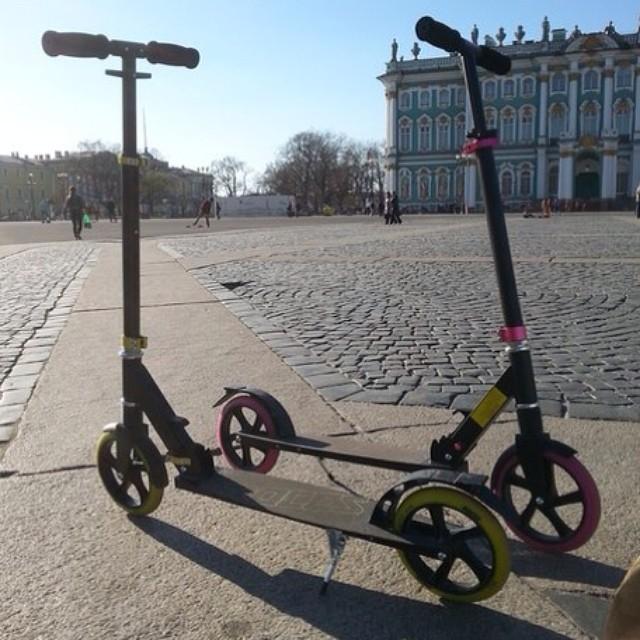 Наши Харлеи)) если б не они- наши ноги стёрлись бы до пояса #travel#Питер#Ленинград#самокат