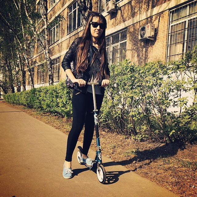 катаемся)))) #самокат #отличнаяпогода #scooter #ride #paseo